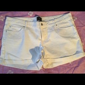 White GAP denim shorts, 18/34